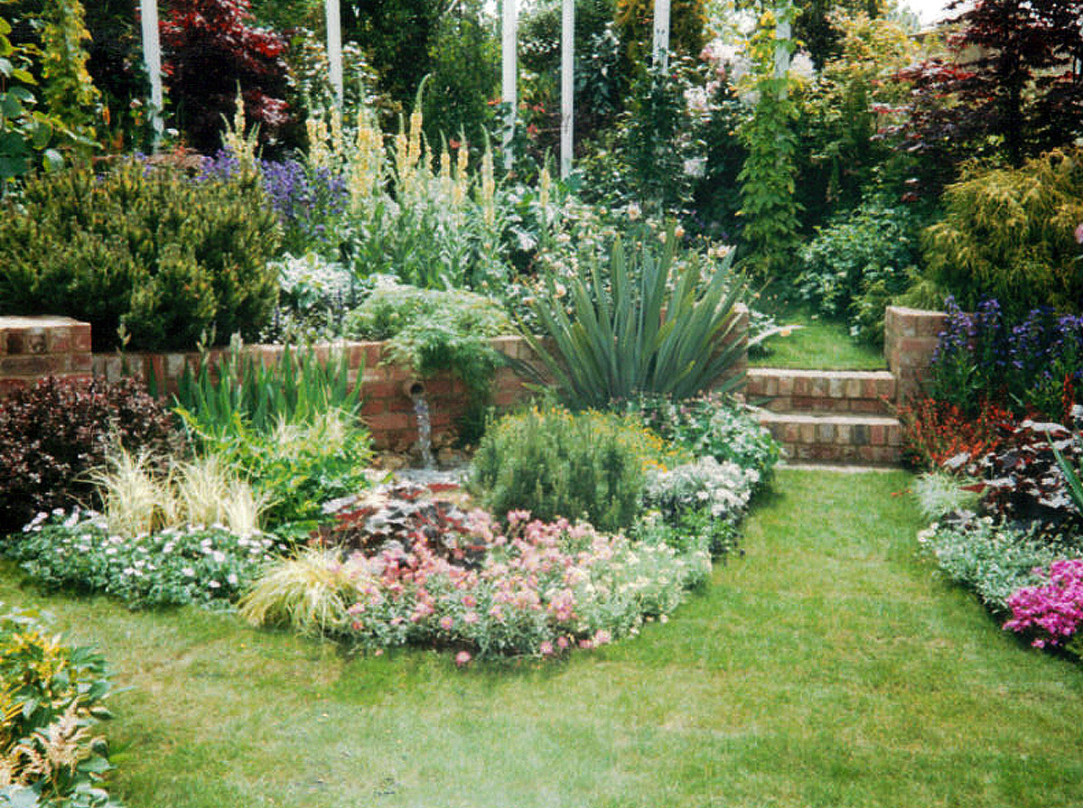Soft landscaping gallery lucas landscapes for Garden design company